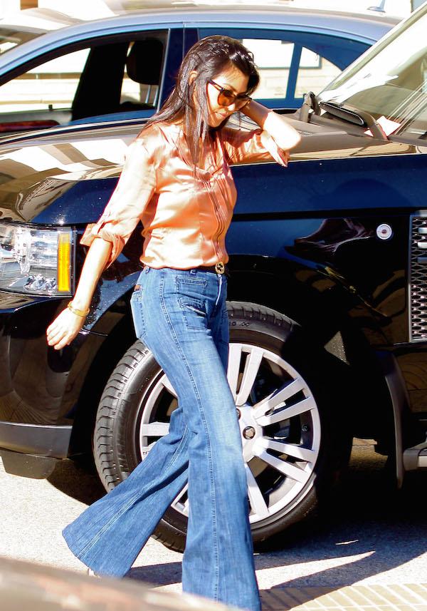 kourtney kardashian mom jeans