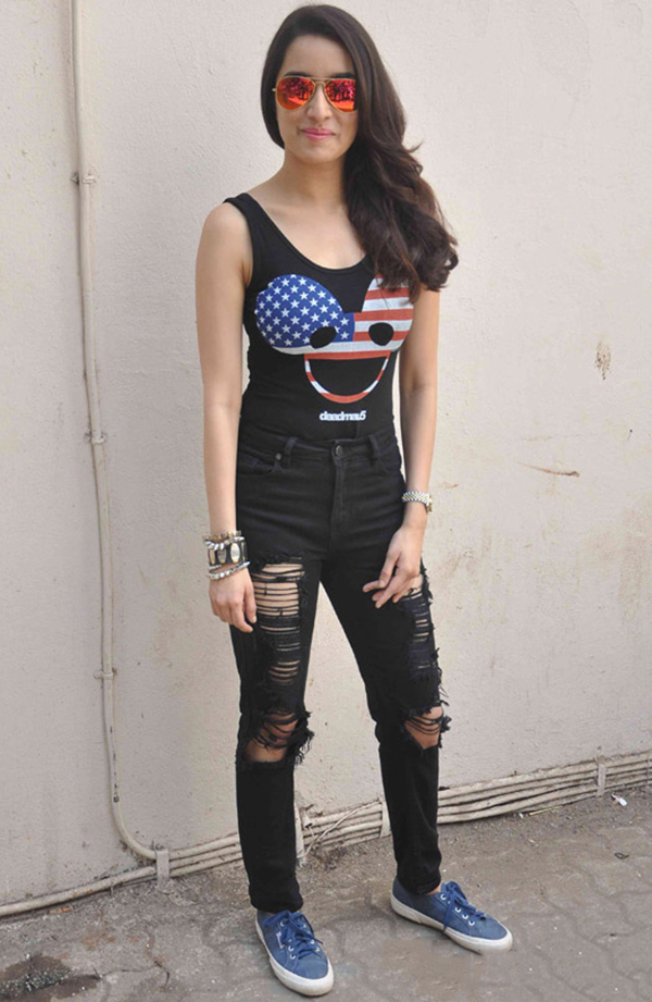 Shraddha Kapoor Celebrity Inspiration: Ripped Jeans