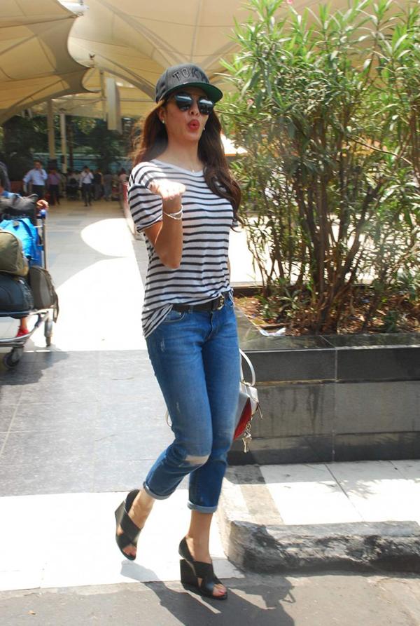 Jacqueline Fernandez Celebrity Inspiration: Ripped Jeans
