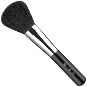 Powder brush: 7 Types of make-up brushes you need